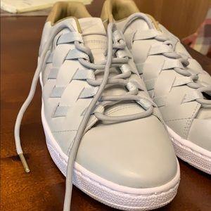 Nike Shoes - Nike tennis shoe